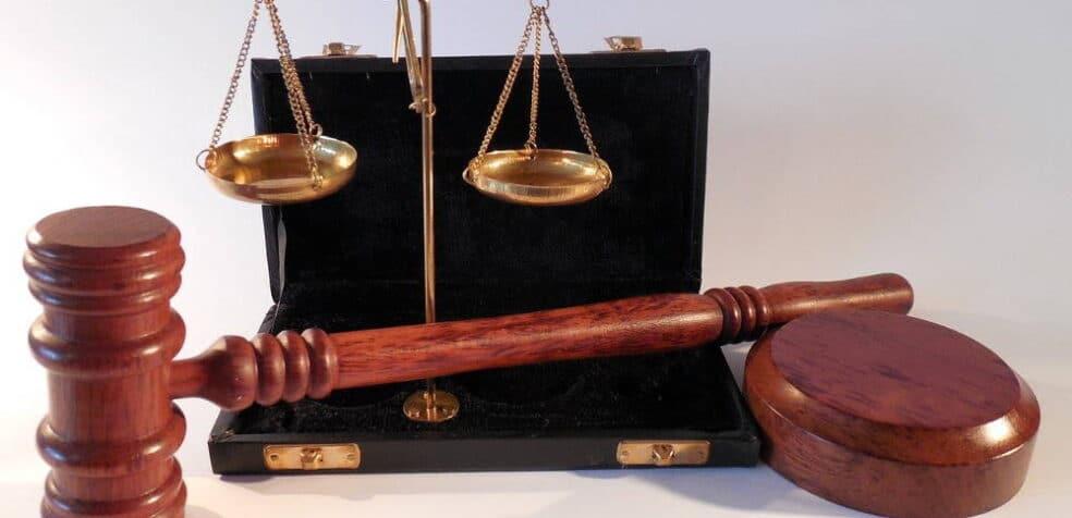 język prawny a prawniczy